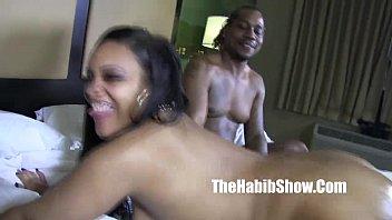 Молодая девчонка занимается сексом втроем в ангаре на порно отборе
