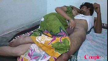 Молодая брюнетка трахается в позе раком на диване