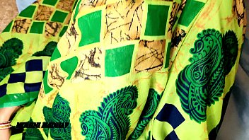 Татуированный озорник жахает в шмоньку полную мамашу в капроновых чулках