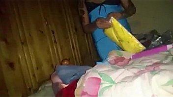 Брюнетка с шикарными сиськами жахается в спальне на четвереньках
