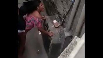Сисястая девушка ласкает при помощи секс машины