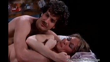 Лесбиянок с симпатичными грудями ласкают клиторы и наслаждаются трахом
