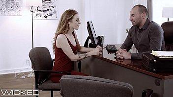 Директор принимает на работенку секретаршу, девчушка проходит проверку