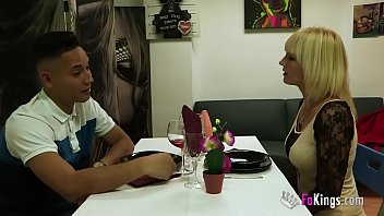 Раздвинули русскую студентку на секс втроем