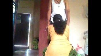 Начальник в кабинете дал очередной секретарше за щеку и после ебли кончил ей на попку