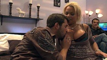 Секс массаж для русской невероятной шлюхи брюнетки