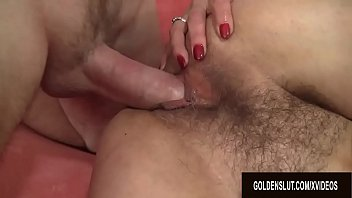Две сексапильные сучки жарятся с факером